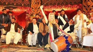 RANI TAJ - Dhol at the Biggest Wedding in Pakistan.