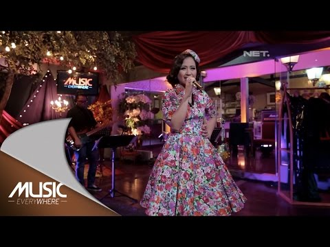 Astrid - Aku Tak Ingin Dicintai (Live at Music Everywhere) *