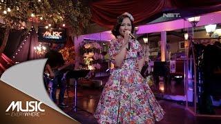 Video Astrid - Aku Tak Ingin Dicintai (Live at Music Everywhere) * download MP3, 3GP, MP4, WEBM, AVI, FLV Juni 2018