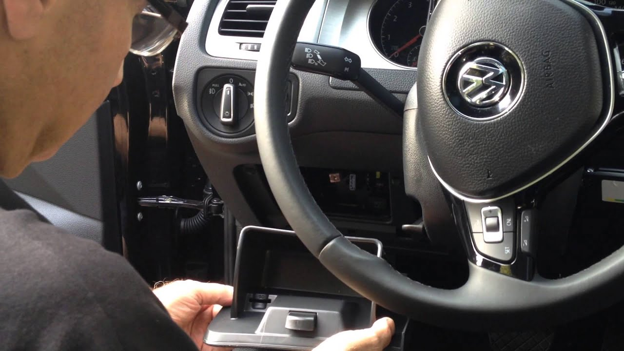 How to access the dashboard fuse box in a Volkswagen Golf