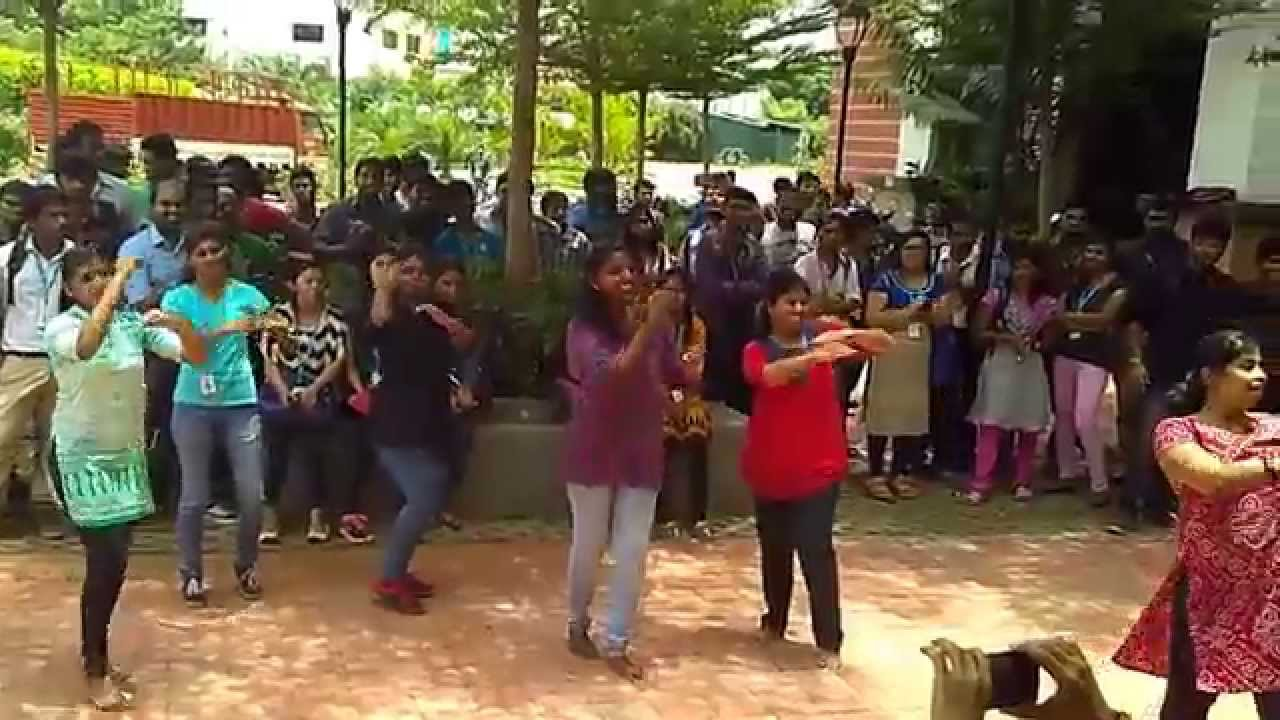 Flash mob by mba department in vit university chennai campus youtube