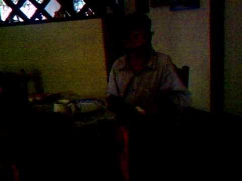 el borrachito bailarin comiendo y no bailando