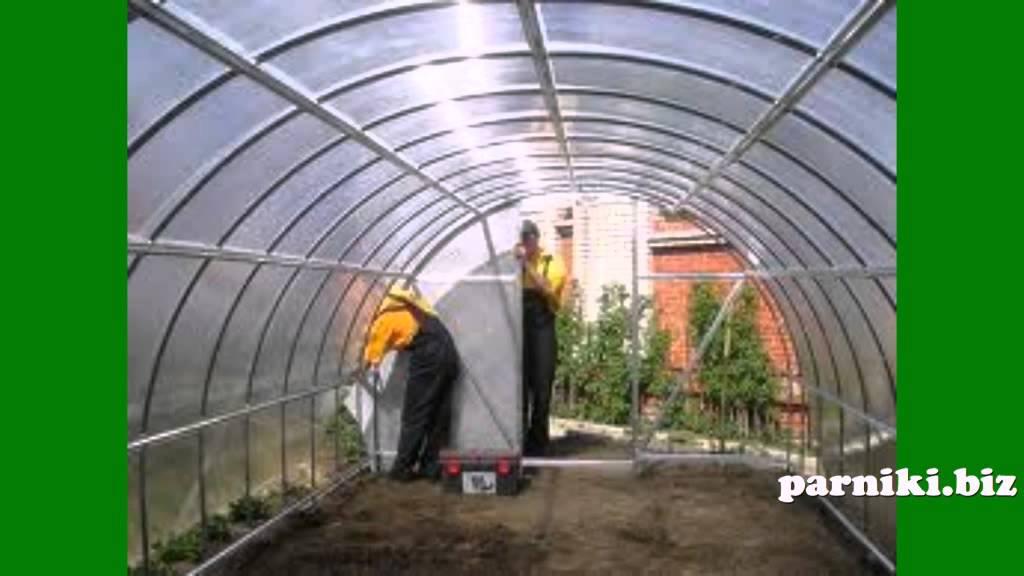 Теплицы из поликарбоната предназначены для выращивания растений, которые чувствительны к кратковременным понижениям температуры в периоды роста и вегетации. Парники из поликарбоната помогают получать большие урожаи качественных овощей, фруктов, зелени и цветов.