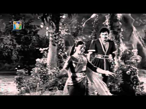 Mellusire Savigana- Veera Kesari - Dr.Rajkumar , Leelavathi - Kannada Classics