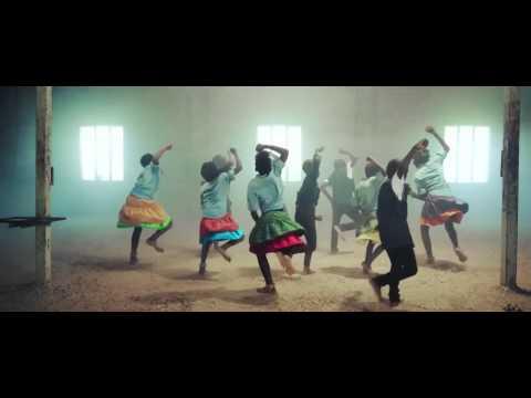Niños huérfanos del África impactan con video danzando para Dios