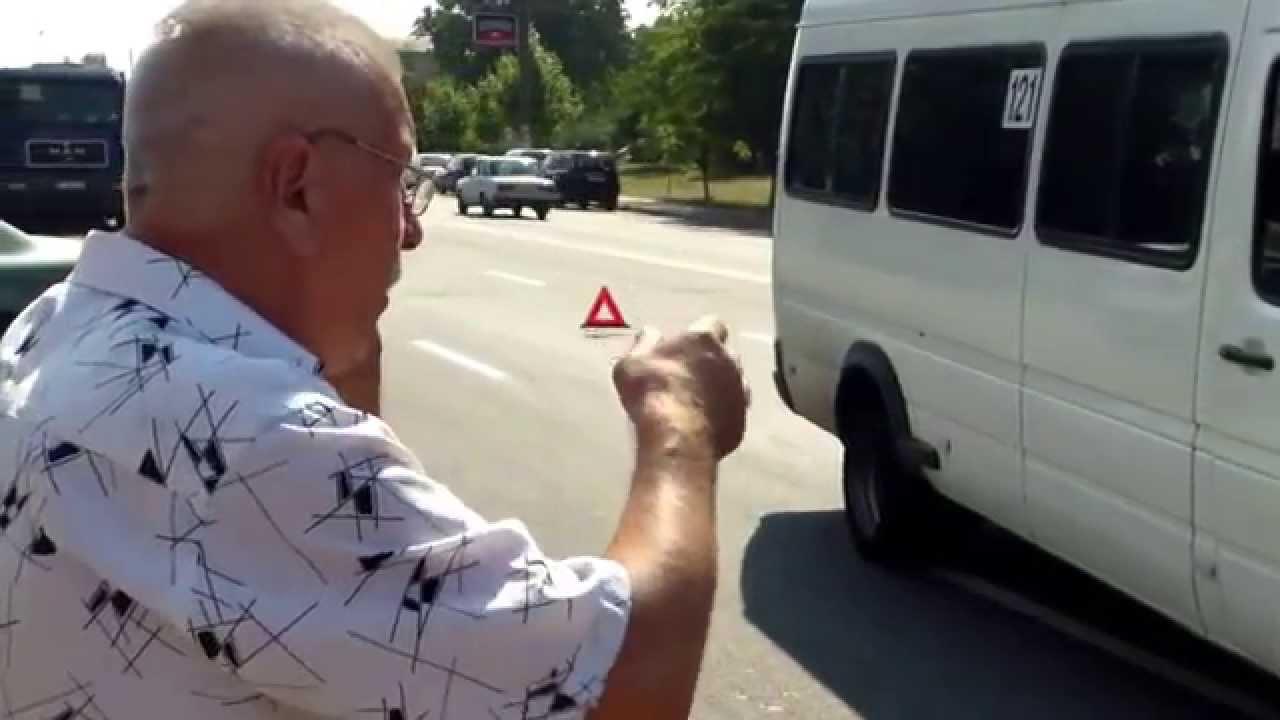 A lovit cu microbuzul o tînără ce traversa neregulamentar