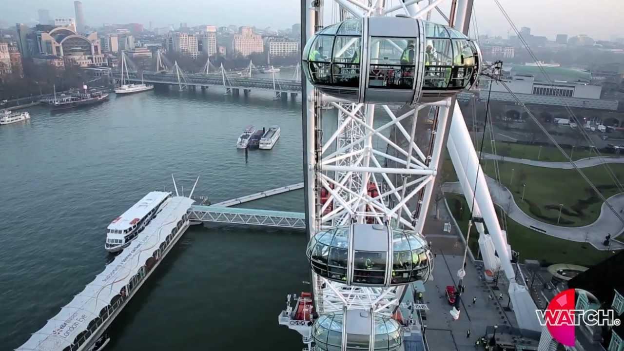Download Jonathan Goodwin hangs from the London Eye