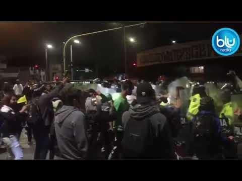 Tensa situación entre manifestantes y agentes de la Policía en Héroes