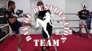 Muay Thai Clinch Training At Siamstore With Mangonjuk & Coach Ralf Stege