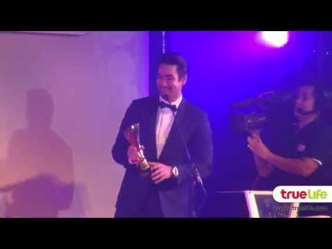 ณเดชน์ ญาญ่า ควงแขนรับรางวัล ในงานสยามดารา Awards 2015
