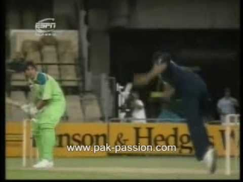 Kapil Dev bowling - Too hot to handle for inzimam ul haq