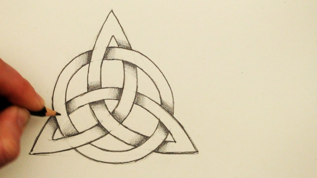 How To Draw A Celtic Knot The Triquetra With A Circle Youtube