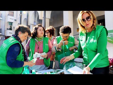 VÍDEO: La AECC instala una mesa infromativa con motivo del Día Mundial contra el Cáncer