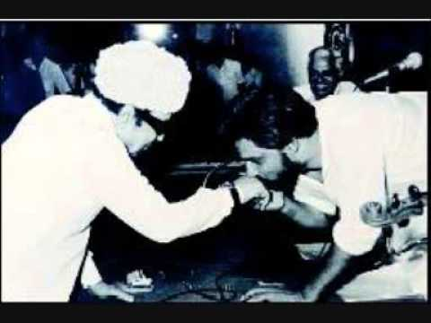 Pillai Thamil Padugiren--Oorukku Uzhaippavan YESUDAS (Hari Aryas)