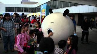 ななみちゃんは、元気にのんびり歩き回っていました。http://www.nhk-character.com/chara/nanami/about.html.