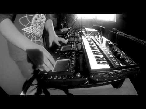 JFLO - Live Electronic Improvised Music Set - Techno House