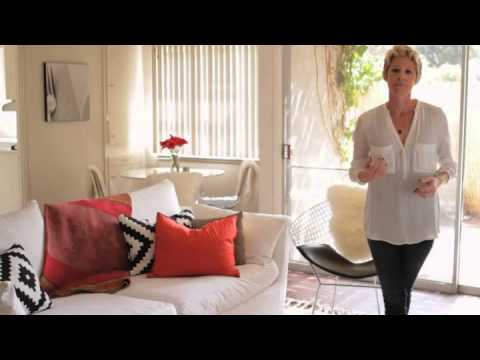 How to Decorate an Entryway & Living Room Separately   eHow