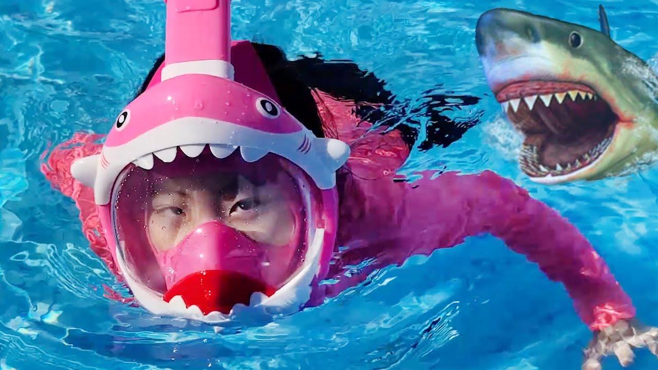 상어 스노우쿨링!! 서은이의 아기상어 스노울쿨링 물놀이 수영 엄마 아빠 상어 잠수 Shark Snorkeling for Kids