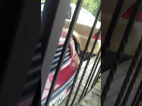 Коротко о том как мой папа паркует машину! :)