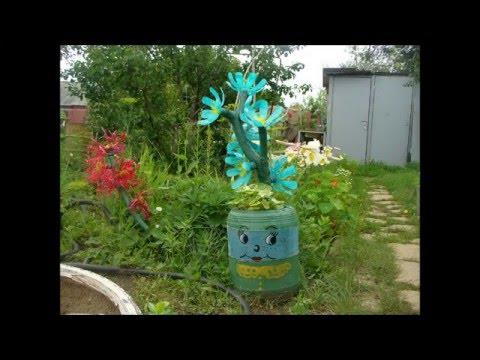 Cмотреть видео Украшение для сада - разные цветы из пластиковых бутылок