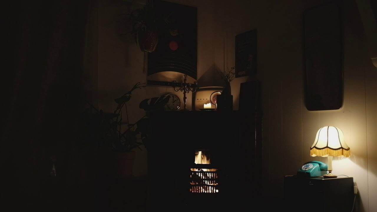 Crackling Fireplace in a Homey Atmosphere (XY stereo technique)