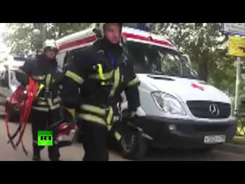 RAW: Rescuers arrive at scene as carriages derail in Moscow Metro