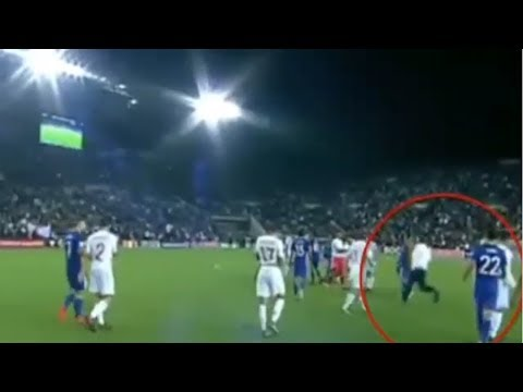 Isco attacked by a fan during Israel - Spain