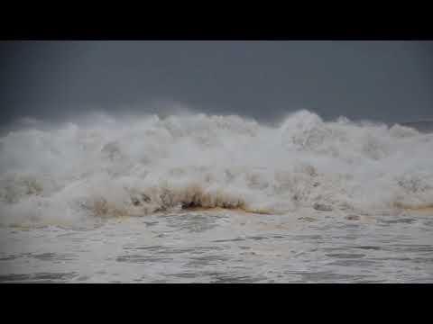 Durban Storm : LA MERCY BEACH , DURBAN , AFTER STORM, ROUGH SEAS