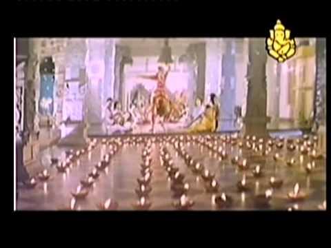 Tayoye Devagalu Deva - Mutheninta Hendathi - Superhit Kannada Song