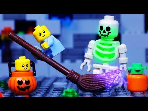 LEGO CITY HALLOWEEN   Baby Trick or Treat Fail   LEGO STOP MOTION