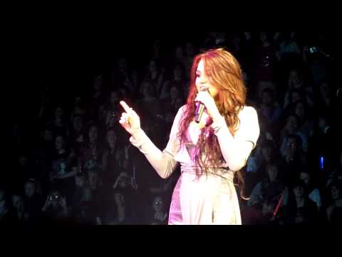 Miley Cyrus (HD) - Bottom Of The Ocean (Wonderworld Tour, Live LG Arena Birmingham)