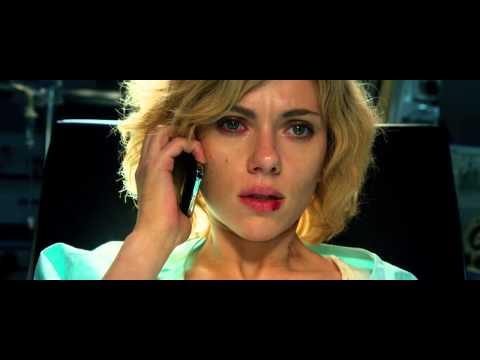 Отрывок из фильма «Люси» (Lucy, 2014): звонок маме из операционной...