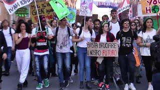 A Roma in migliaia per il clima e contro le grandi opere inutili