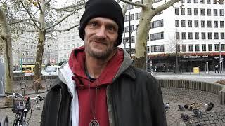 Lücke ist süchtig nach Heroin und Crack und lebt seit seinem 10. Lebensjahr auf der Straße