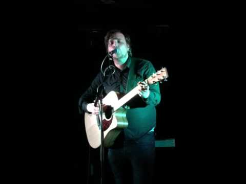 James Walsh (Starsailor) singing 'Silence is Easy' at Chester Live Rooms 10/04/16