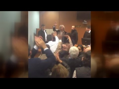 Mahkeme salonunda 'özgür basın susturulamaz' sloganları