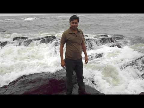 Mumbai Haji Ali Dargah में डूबता हुँ समुन्दर उछाल देता है।
