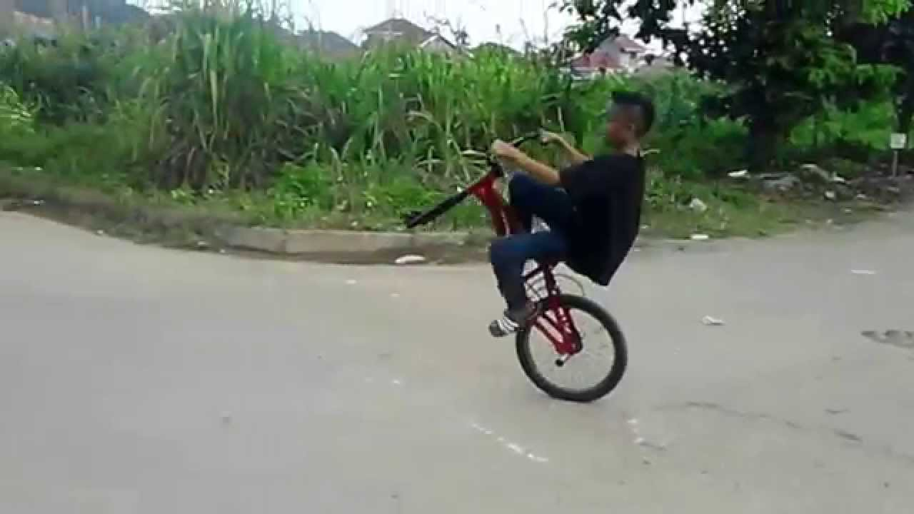 VIDEO KEREN Atraksi Sepeda BMX Anak Kecil Di Samarinda YouTube