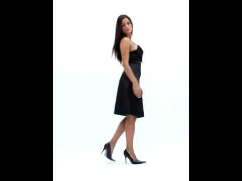hot sale online 6be19 36e6f Come realizzare un abito da donna corto con spalline | Fai ...