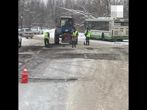 Видео Ярославль: асфальт кладут в снег