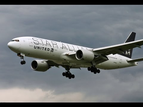 United Airlines 777-200ER (Star Alliance Livery): Cloudy Landing at Bush Intercontinental Airport