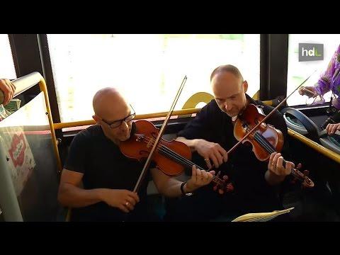 HDL Música sobre ruedas con actuaciones de orquesta en el autobús para promocionar la cultura
