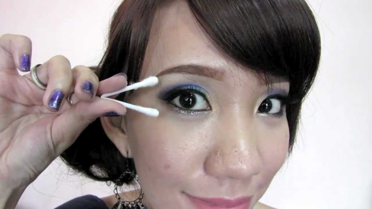 Removing Contact Lens with Q-tips - YouTube