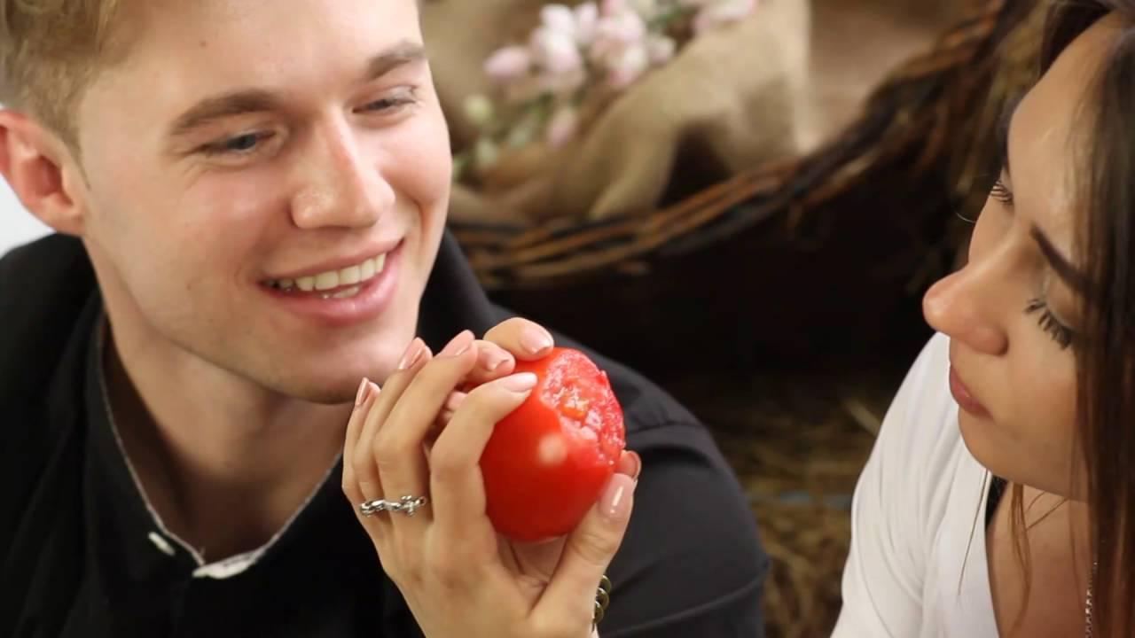 Как правильно научиться целоваться на помидоре - YouTube