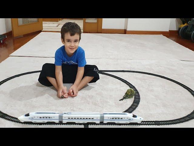 Berat Oyuncak Tren ile Oynadı Paşa Trenden Kaçtı