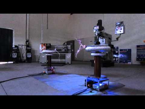 Mortal Kombat Theme on Musical Tesla Coils (Bobinas de Tesla)