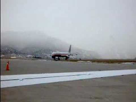 757 taking off at Eagle, Colorado