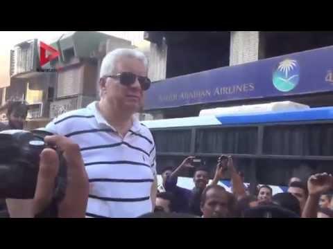 مرتضي منصور ينسحب من أمام بوابة الزمالك بعد هتاف الجماهير ضده