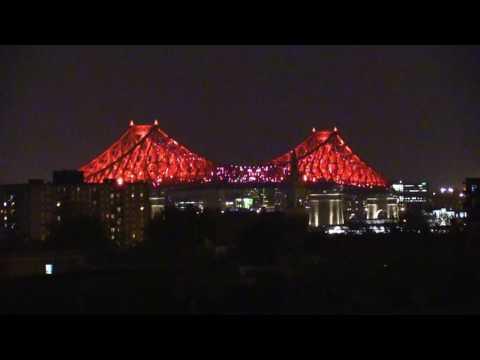 Pont Jacques-Cartier illuminé.   Durée 29 minutes