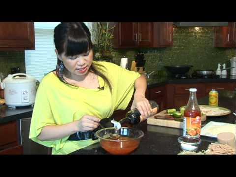 Gà Chiên Giòn Bánh Ướt (Vietnamese)